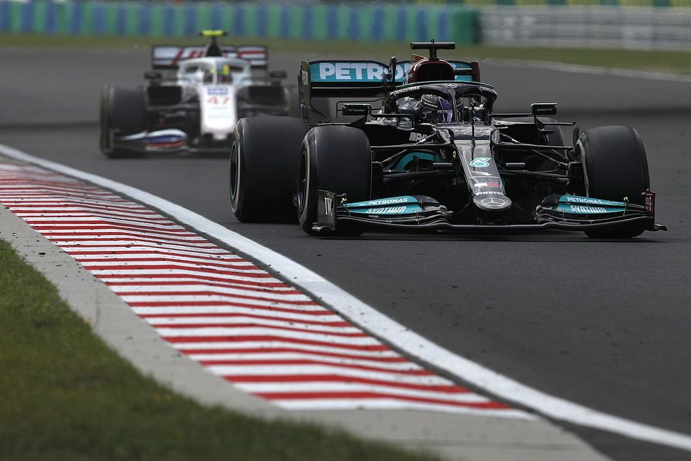 Wolff stands by decision to not pit Hamilton before standing restart