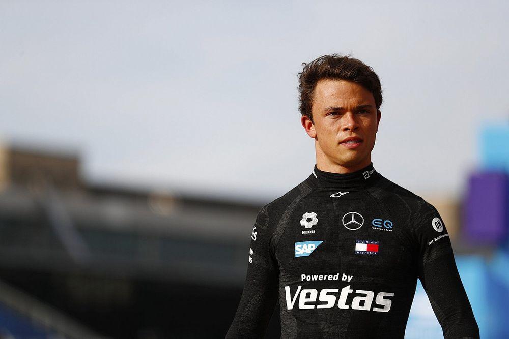 "Russell esalta de Vries: ""Merita una chance in Formula 1"""
