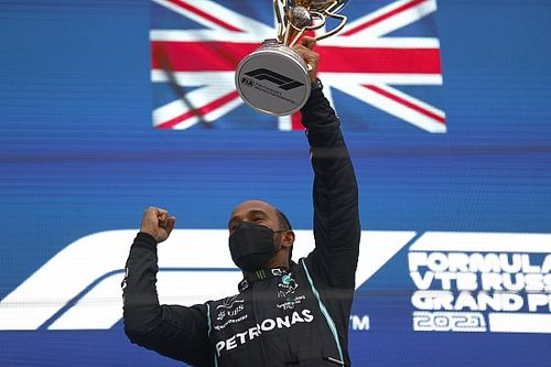 Hamilton gana un alocado GP de Rusia; Pérez en top 10