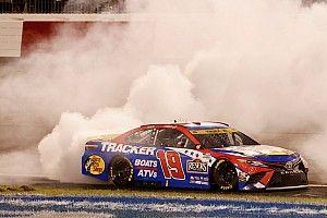 NASCAR Richmond: Martin Truex Jr. siegt bei Gibbs-Dreifacherfolg