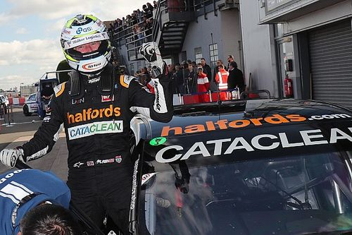 Donington Park BTCC: Shedden fends off Lloyd for victory