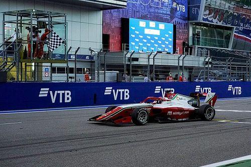 """Hauger viert Formule 3-titel: """"Heel onwerkelijk"""""""