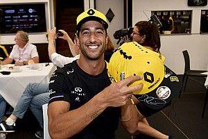 Ricciardo motorra pattant, de nem biztos, hogy szabad lett volna