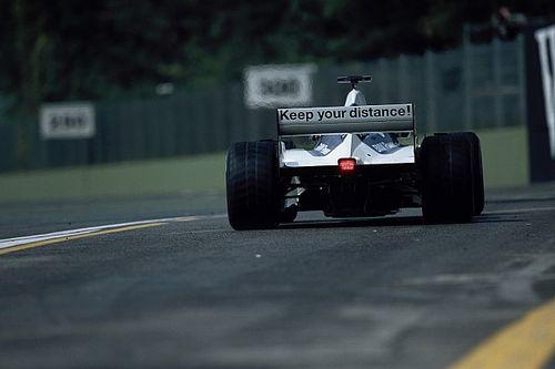 El cartel que colocó Williams en su alerón para que no embistieran a sus pilotos