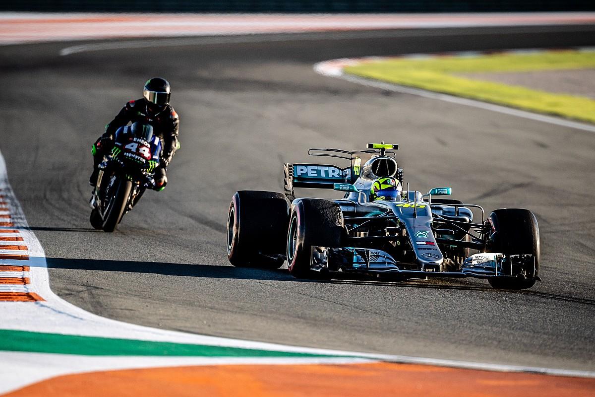 Comparativa: el 'on board' del intercambio entre Rossi y Hamilton