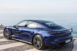 Bill Gates nagyon hálás a Teslának, de magának inkább egy Porsche Taycan-t vásárolt