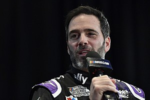 Jimmie Johnson 'debuta' en IndyCar