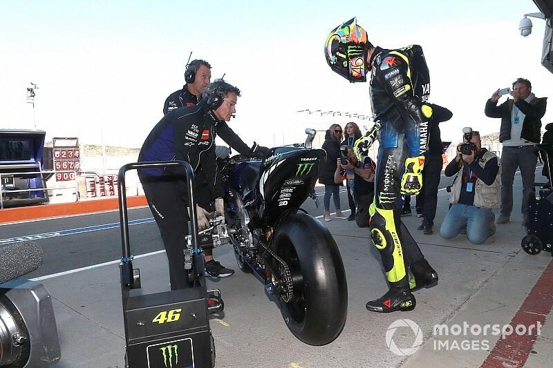 Росси рассказал, чем новый мотоцикл Yamaha лучше старого