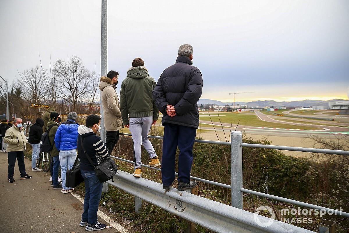 Une première rencontre impromtue entre Sainz et les tifosi