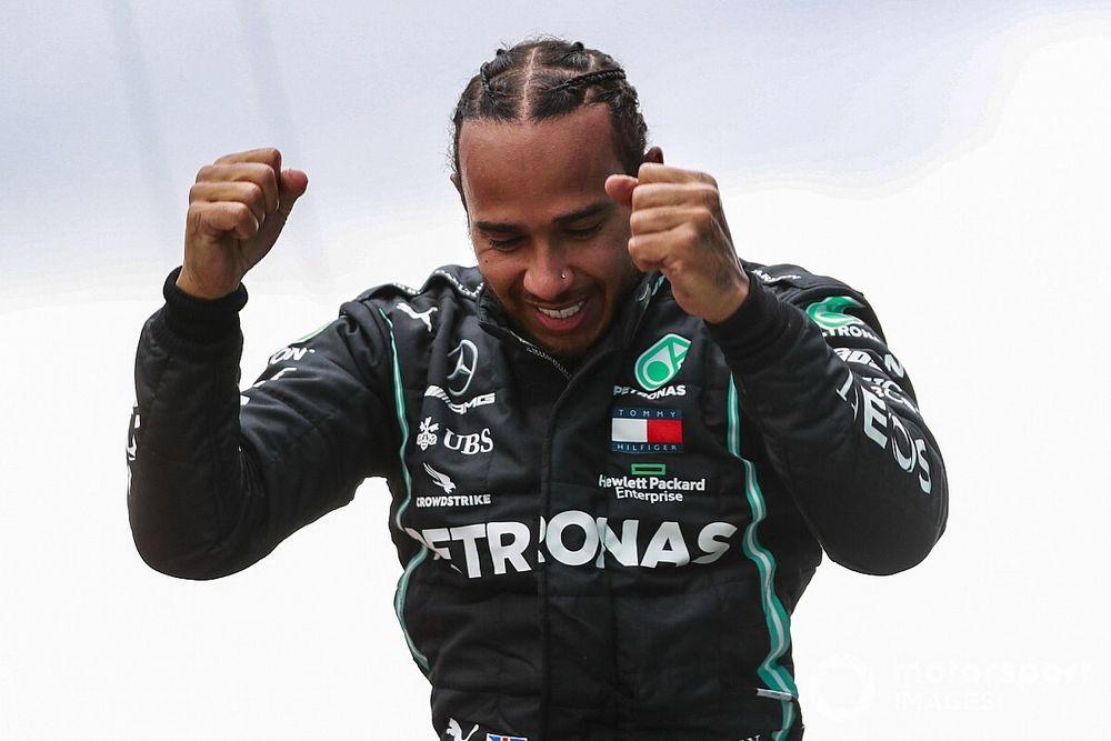 """F1-baas doet beroep op Hamilton: """"Enorme ambassadeur van de sport"""""""