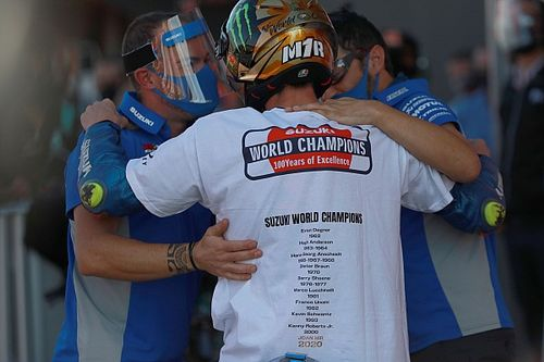 GALERÍA: así celebró Joan Mir su primer campeonato de MotoGP