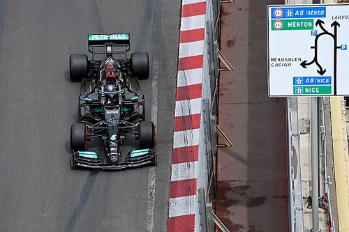 Ubahan Mobil Bikin Hamilton Start Grid Ke-7 di Monako