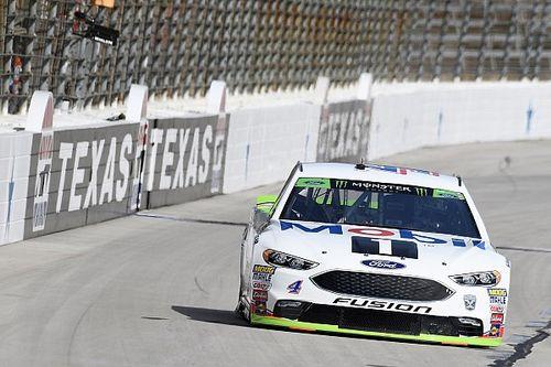 Kevin Harvick dominates Stage 2 at Texas