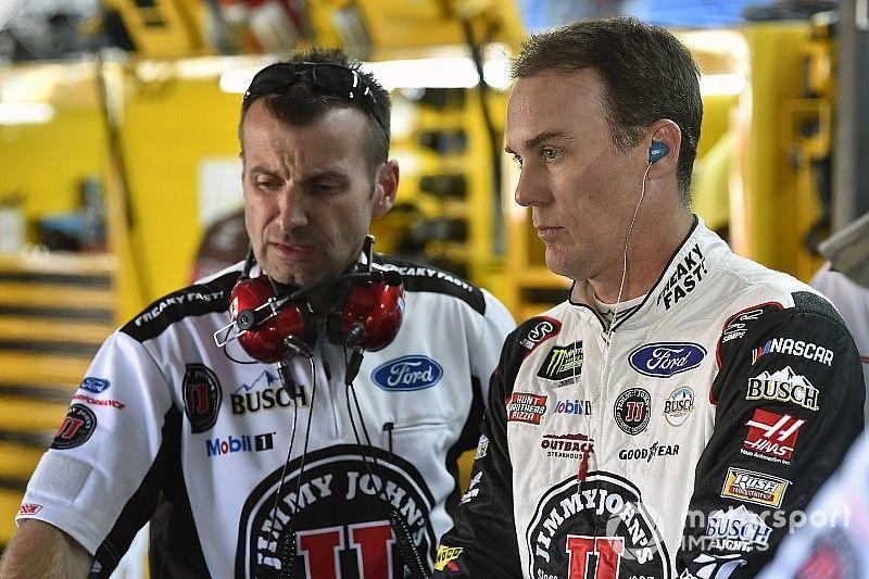Harvick pierde su lugar en la gran final de NASCAR por un spoiler ilegal