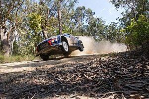 Neuville choca y está fuera de pelea por el título de WRC