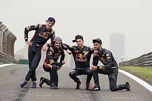 Micsoda F1-es trió állt össze a magángépen!