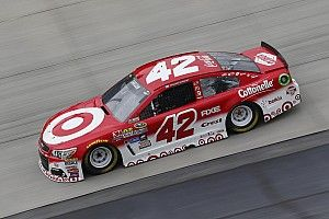 Larson comes to the perfect track as he tries to escape Chase elimination