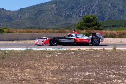 Monteiro mengetes mobil Mahindra Formula E di Calafat