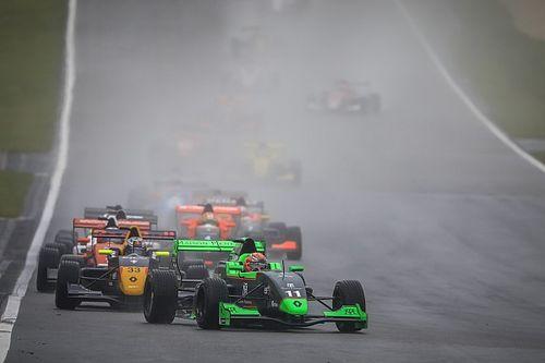 Sacha Fenestraz l'emporte sur un Nürburgring détrempé