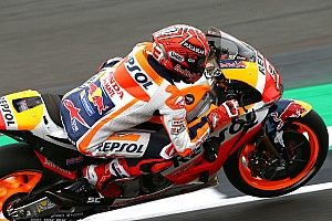 Marquez pakt met recordtijd in Silverstone vierde pole op rij