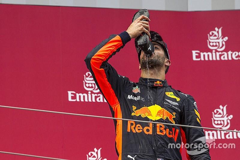 """Ricciardo: """"Esperábamos que Hamilton remontara más rápido"""""""