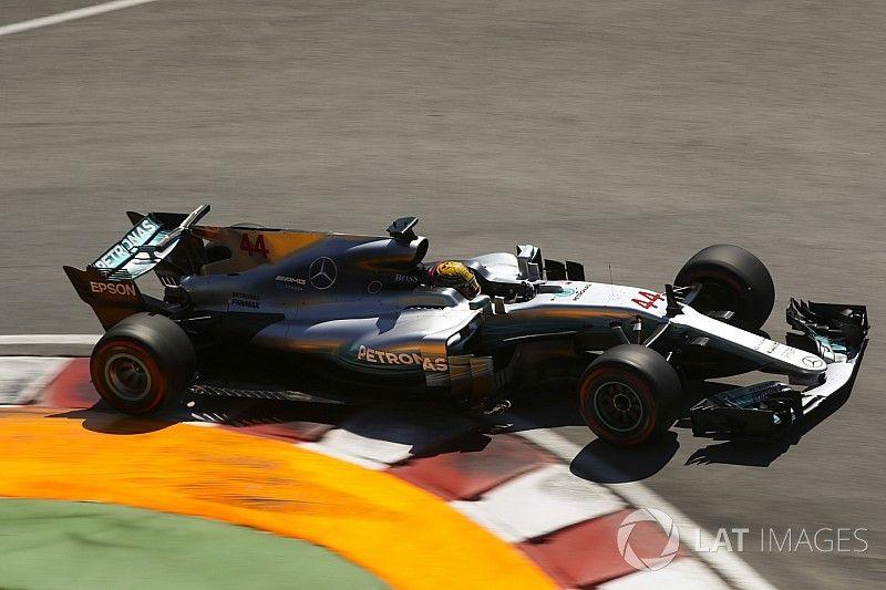 Hamilton passeia no Canadá e coloca fogo no campeonato