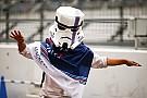 Star Wars jelmez Suzukában