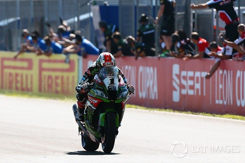 Jerez WSBK: Melandri failure gifts Rea Race 1 victory