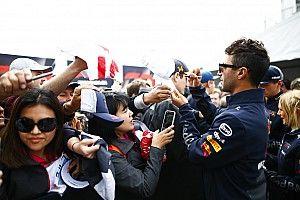 """Ricciardo snapt frustratie bij Verstappen: """"Hij ligt onder een vergrootglas"""""""