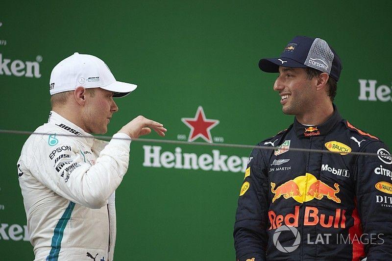 """Bottas por poco choca en la """"brutal"""" maniobra de Ricciardo"""