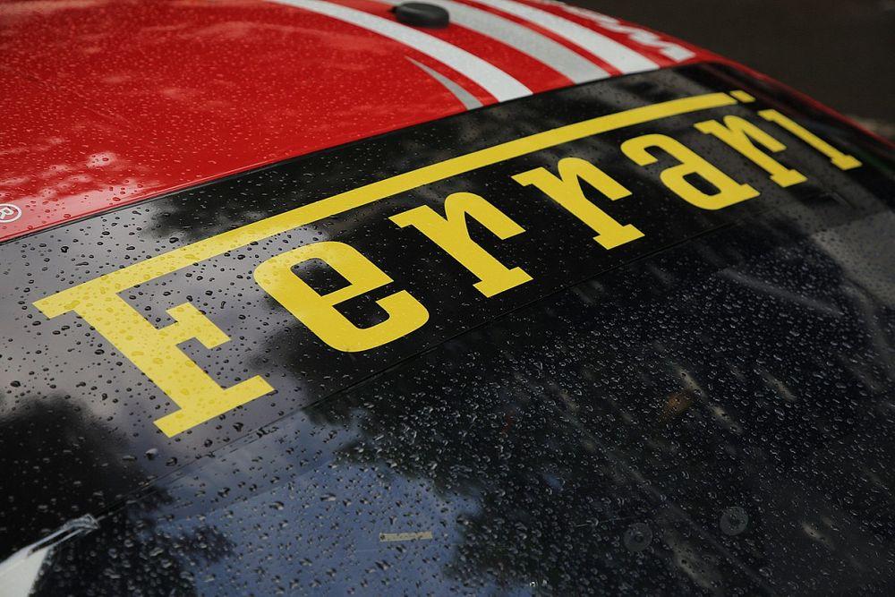 La Ferrari riscalda i motori per l'apertura del 14 aprile