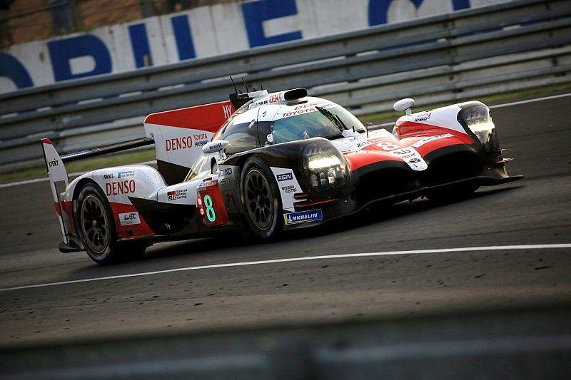 Buemi aventaja a Kobayashi después de 16 horas en Le Mans