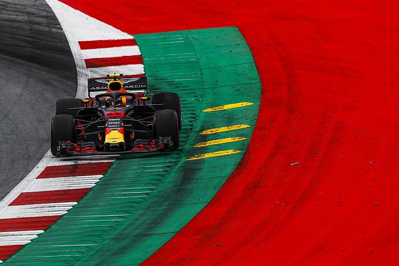 """Verstappen niet blij met Ricciardo: """"Dit bespreek ik wel met hem"""""""