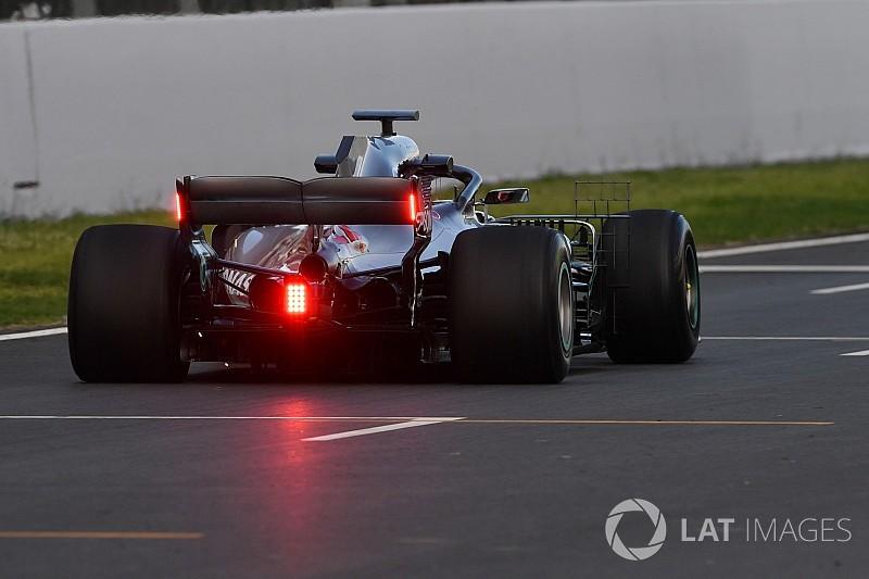 Mercedes опробовала на тестах в Барселоне новые задние огни