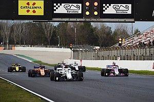 FIA развеяла опасения по поводу массовых завалов при рестартах с места