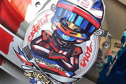 Romain Grosjean presenta il casco celebrativo che userà al Gran Premio di Francia