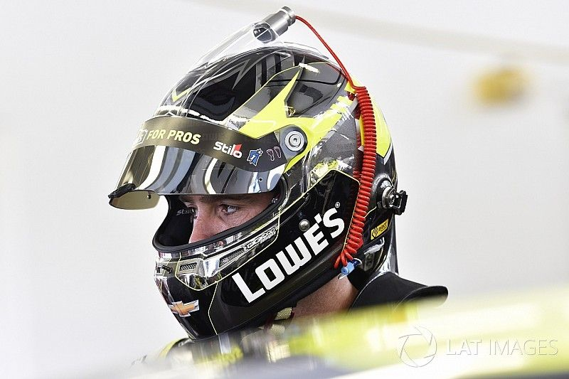 Jimmie Johnson makes the most of challenging day in Las Vegas