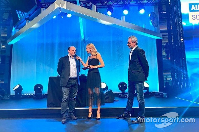 Diaporama : Sauber et ses fans au salon de l'automobile de Zurich