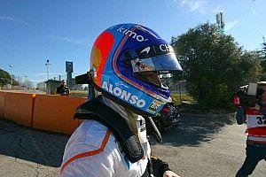Fernando Alonso le lanza un dardo a Ferrari