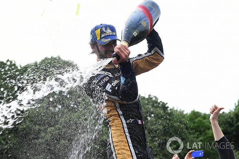 Rengeteg kép a Formula E izgalmas francia versenyéről