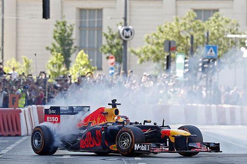 Galería: Verstappen se da un baño de masas en Budapest