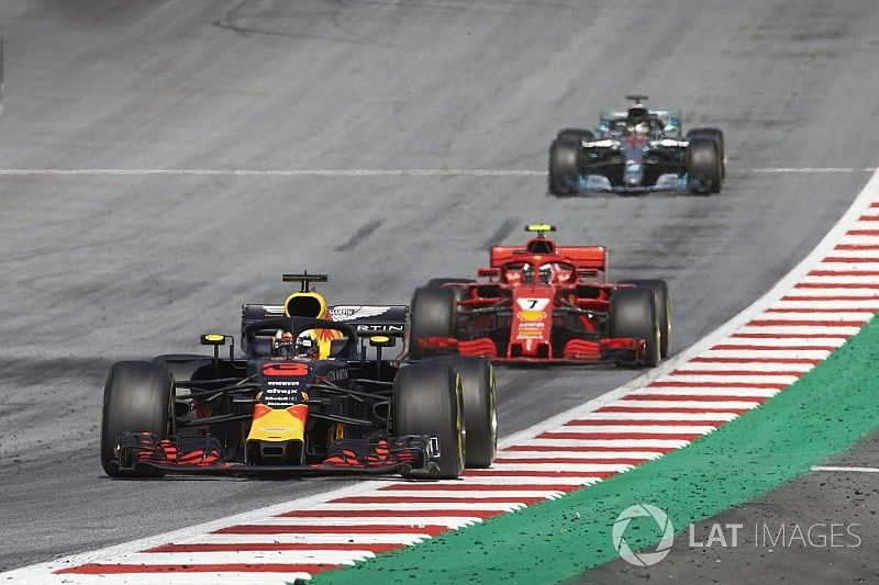 Ricciardo: Mercedes looks vulnerable now