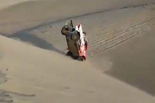 Piloto argentino queda vertical en el Dakar