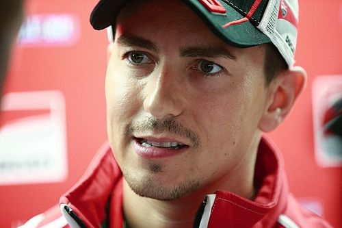 "Lorenzo knows he must ""escape"" uncompetitive situation"