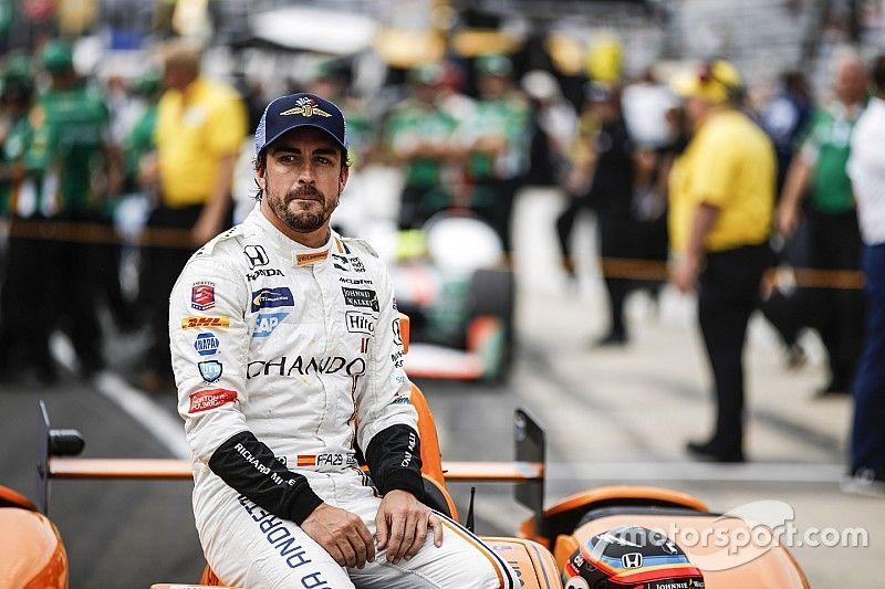 'Alonso gana, a su manera, las 500 Millas', por Nira Juanco