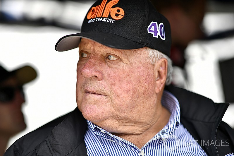 На семикратного чемпиона IndyCar напали пчелы-убийцы