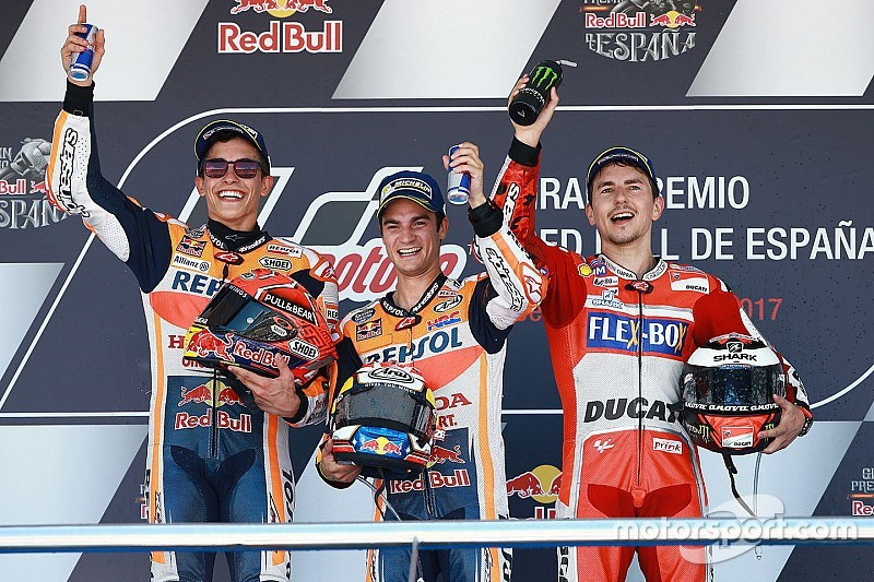 Jerez MotoGP: Pedrosa fends off Marquez as Yamahas struggle