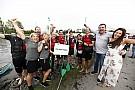 McLaren remporte la course de radeaux à Montréal!