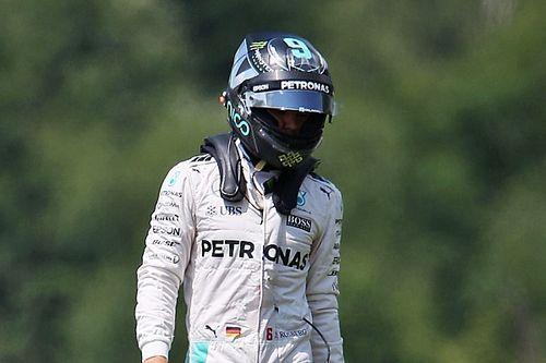 Rosberg says Hamilton to blame for crash