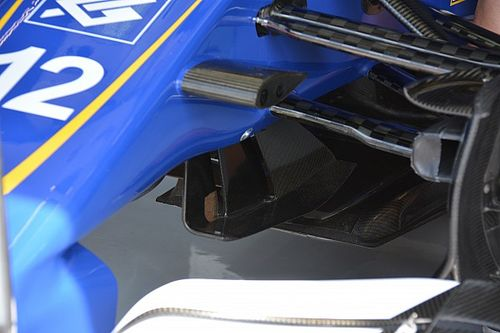 Bite-size tech: Sauber turning vanes and rear wing